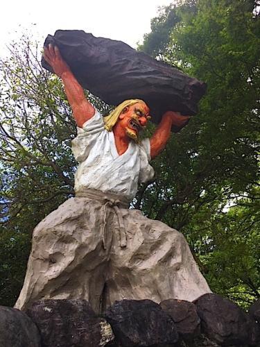 タヂカラオ像