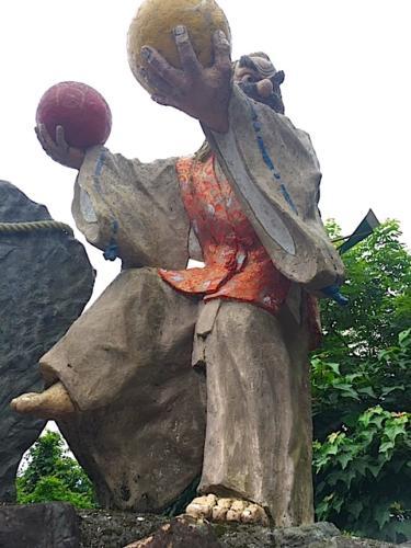 オモイカネノミコト像「舞開き」